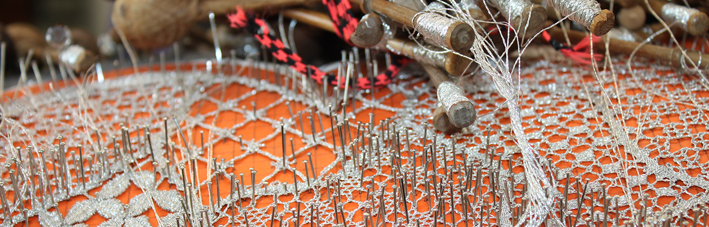 The Meticulous Handcrafted Technique of Bobbin Lace 1108 RendaBilrosPeniche
