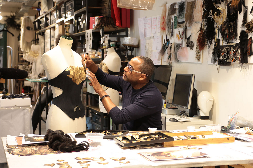 Discover 12 Singular Master Artisans from Europe Eric Charles-Donatien -FEATHER CREATIONS, FRANCE master artisans Discover 12 Singular Master Artisans from Europe Homo Faber Craftsmanship Venice Singular Talents Artisans Eric Charles Donatien Feather Fashion Handmade