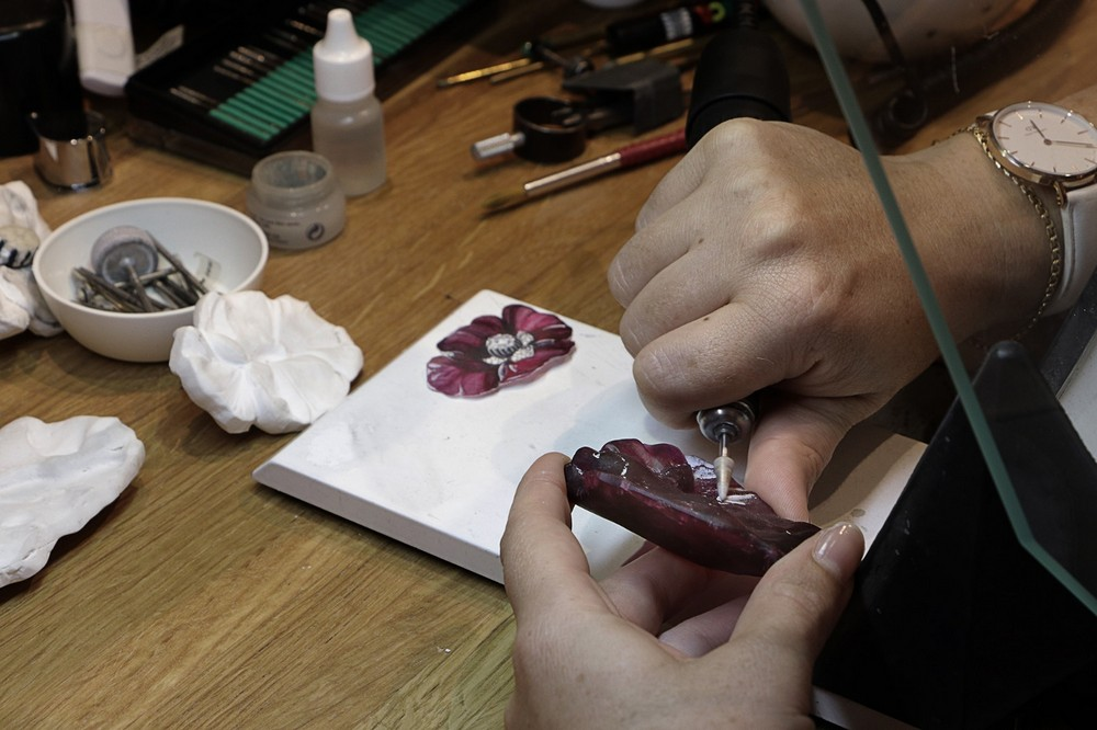 luxury meaning How Craftsmanship is Embedded in Luxury Meaning Luxury craftsmanship gemsculpting Cartier