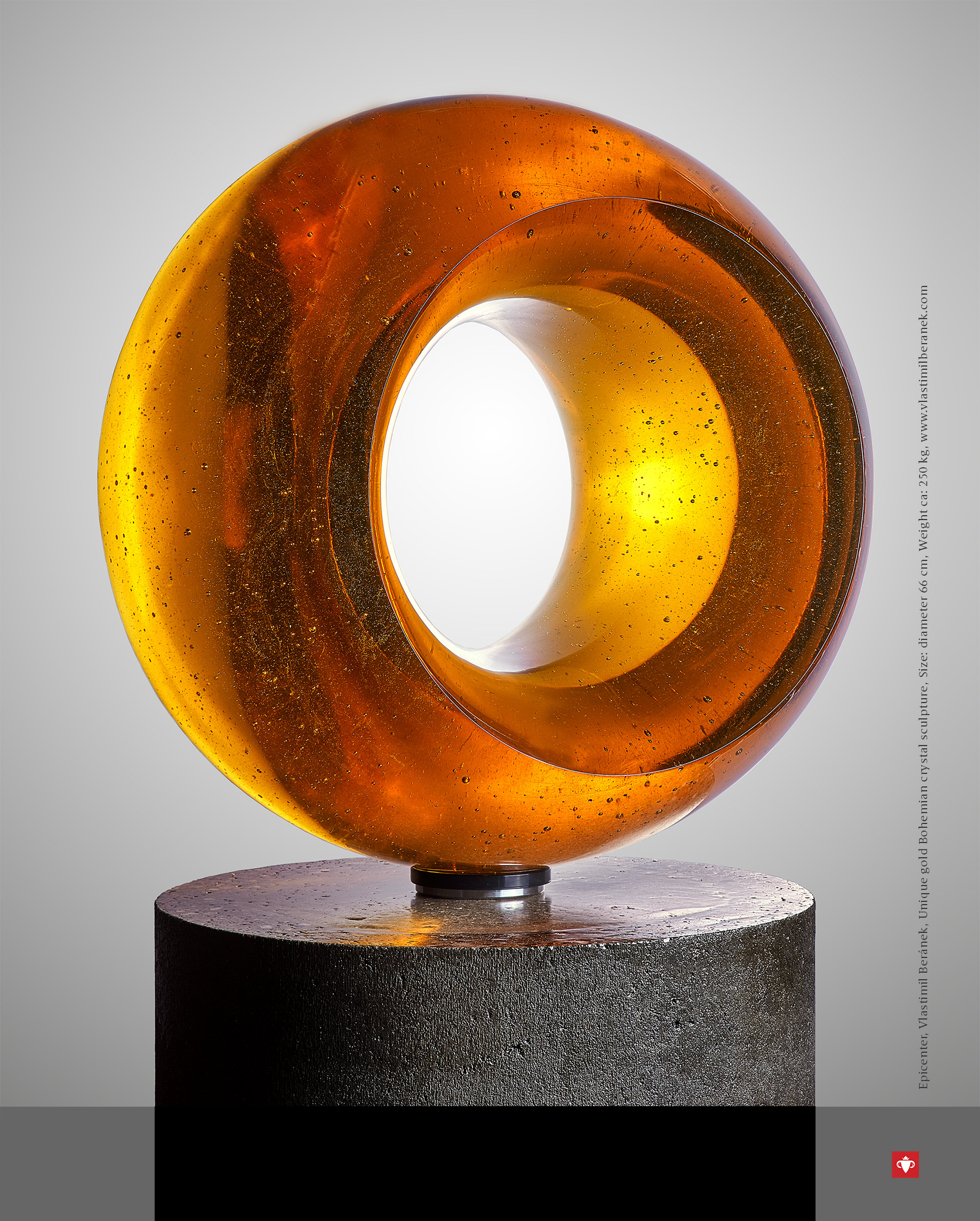 The Best of Glass Art: Vlastimil Beránek glass sculpture The Best of Glass Sculpture Art: Vlastimil Beránek Epicenter Gold Vlastimil Beranek