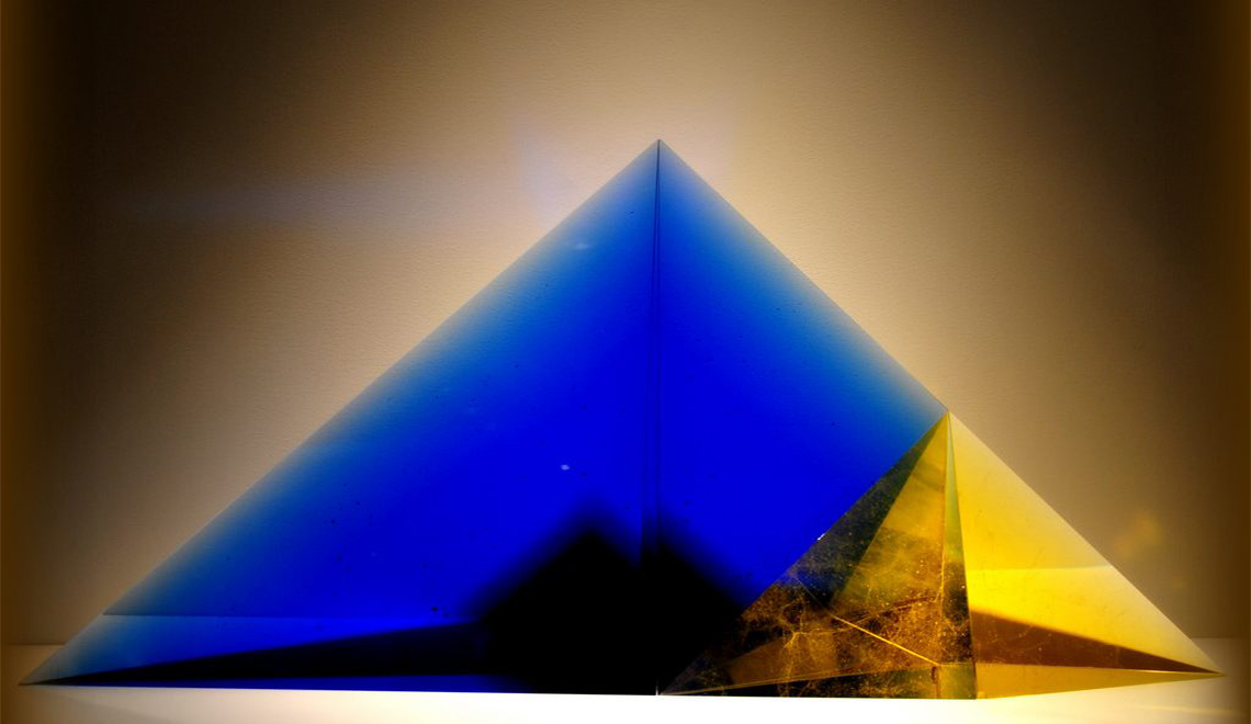 glass sculpture The Best of Glass Sculpture Art: Marian Karel Marian Karel The Pyramid 1024x660 1
