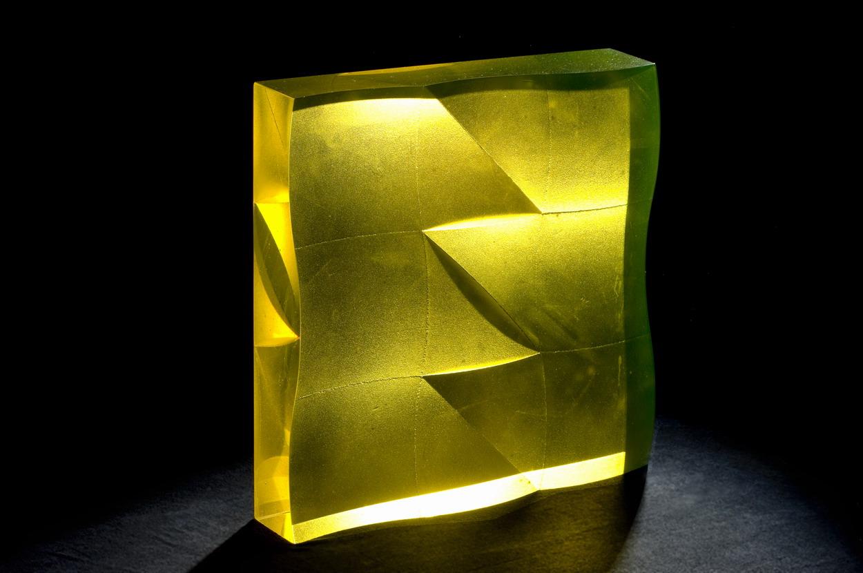 The Best of Glass Sculpture Art - Štepán Pala - Yellow Undulation glass sculpture The Best of Glass Sculpture Art: Štepán Pala The Best of Glass Art   tep  n Pala Yellow Undulation