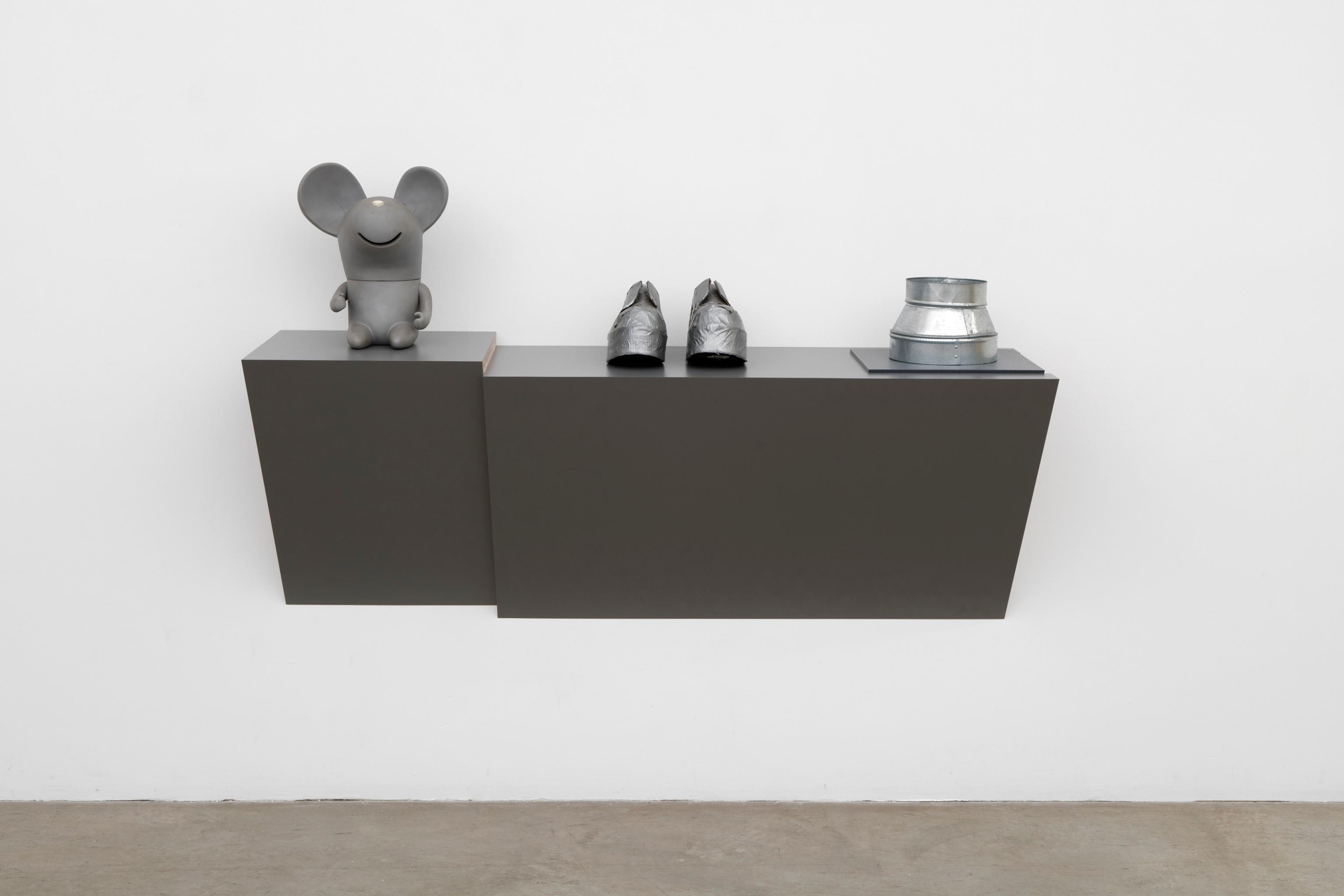 Best Galleries to Explore at Art Basel Miami 2018 - Haim Steinbach tanya bonakdar Best Galleries to Explore at Art Basel Miami 2018: Tanya Bonakdar Best Galleries to Explore at Art Basel Miami 2018 Haim Steinbach