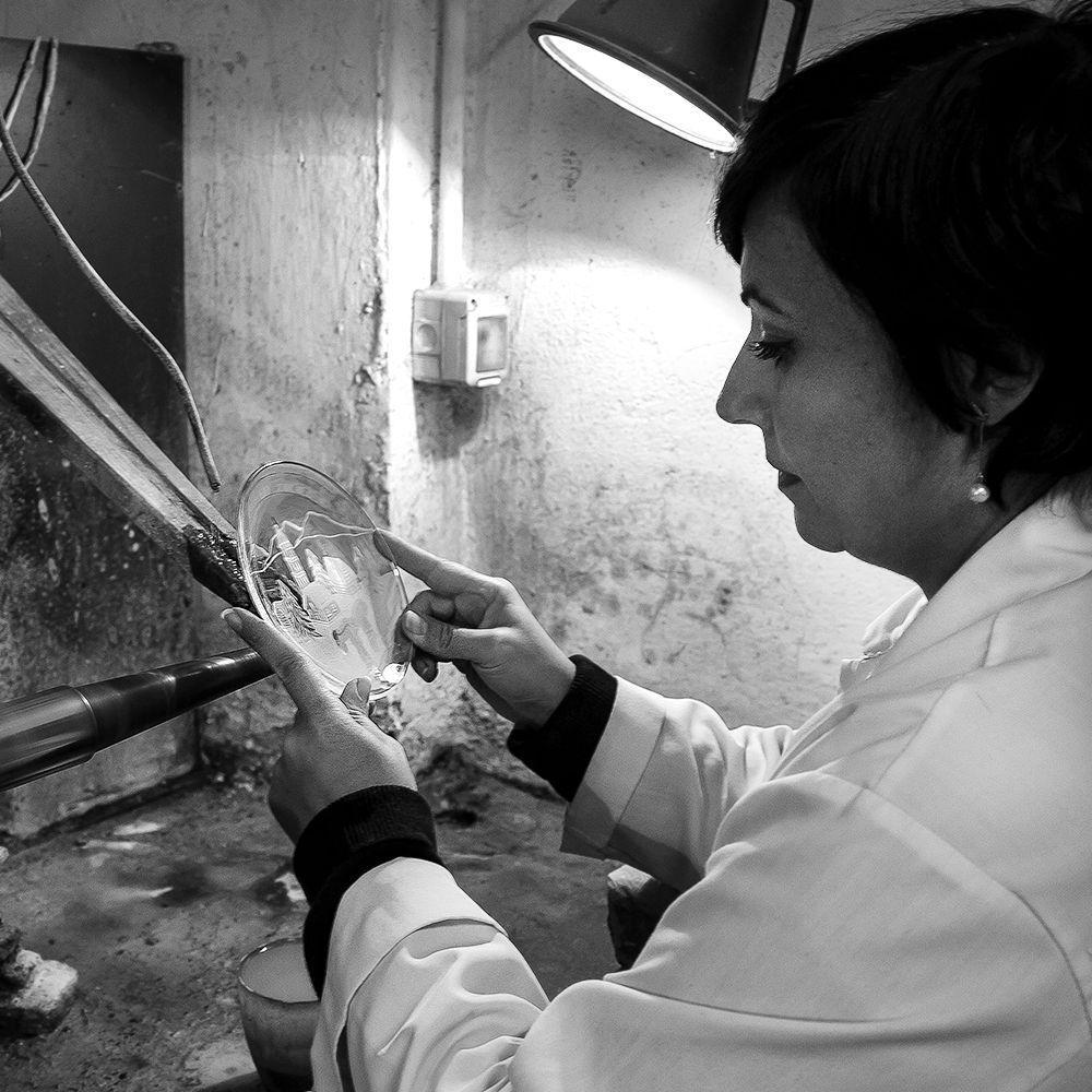 Exclusive Interview with Vanessa Cavallaro – Glass Engraving Art - Vanessa vanessa cavallaro Exclusive Interview with Vanessa Cavallaro – Glass Engraving Art Exclusive Interview with Cavallaro     Glass Engraving Art Vanessa