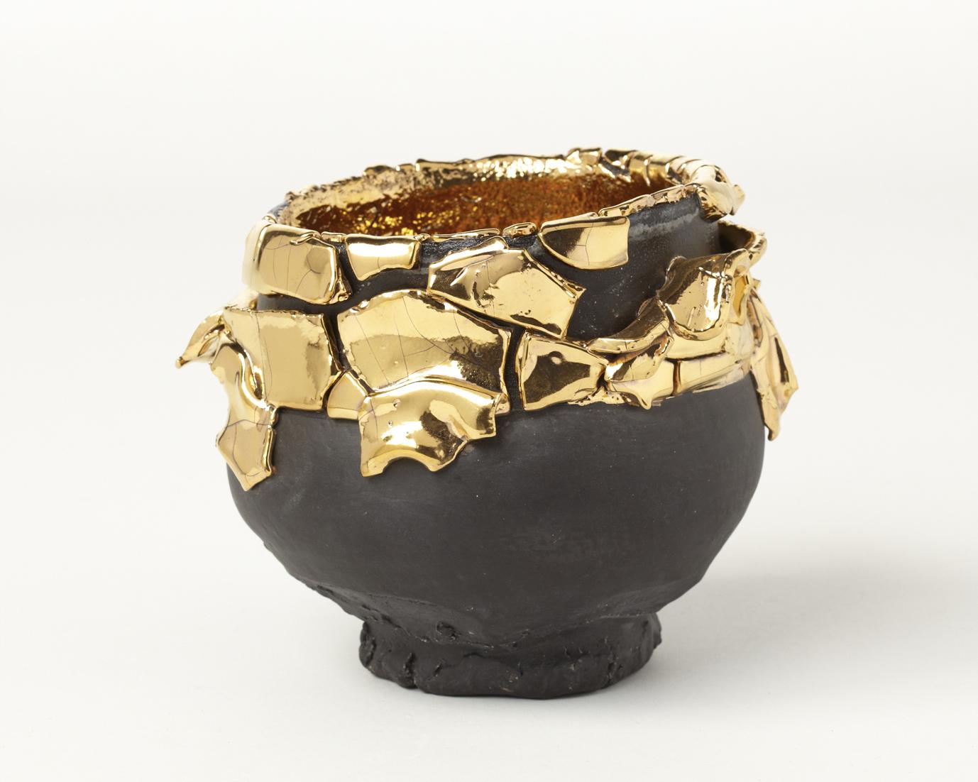 Extraordinary Contemporary Sculptures by Kuwata - Black-slipped Gold Kairagi Shino bowl takuro kuwata Extraordinary Contemporary Sculptures by Takuro Kuwata Extraordinary Contemporary Sculptures by Takuro Kuwata Black slipped Gold Kairagi Shino bowl