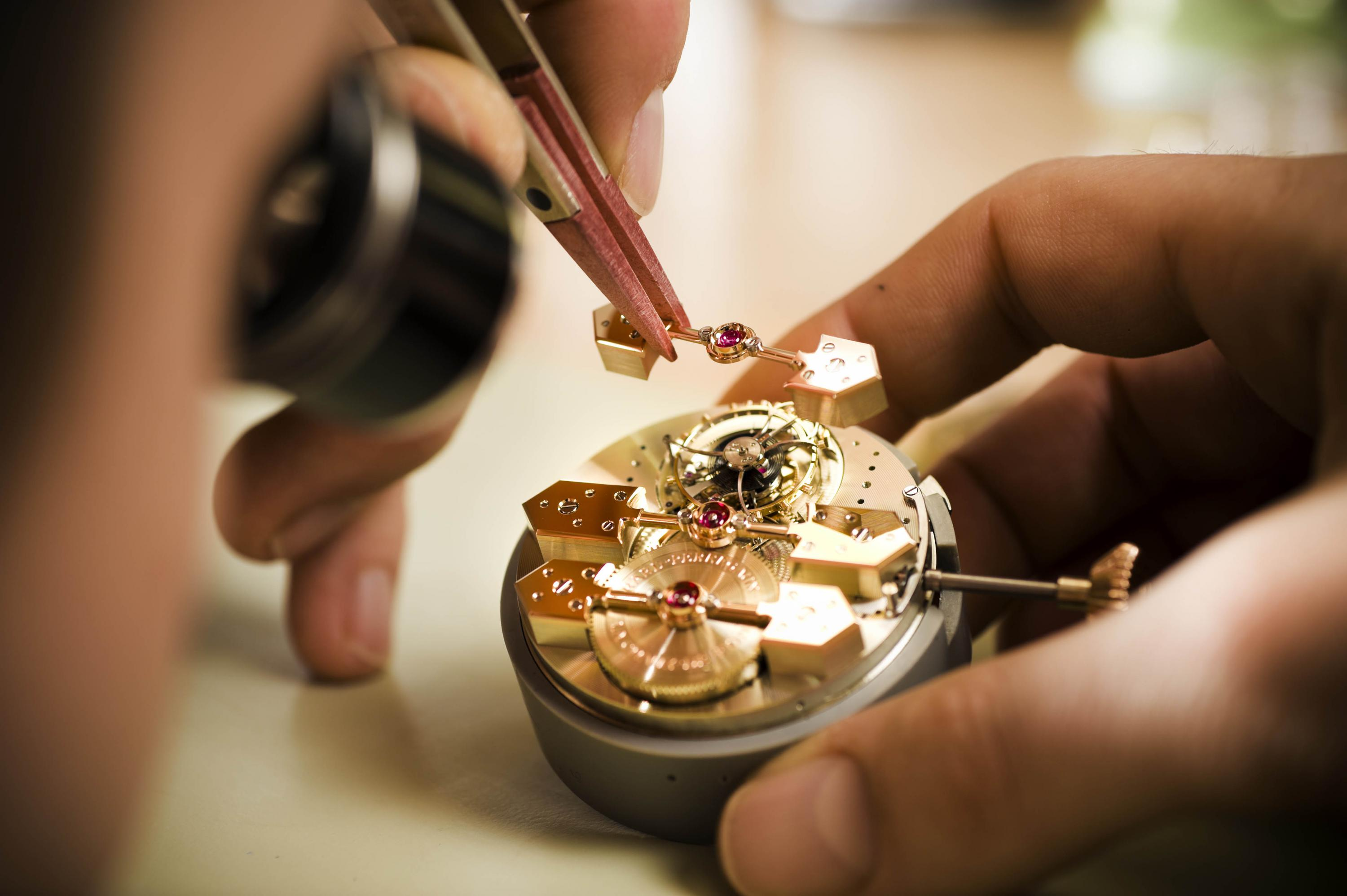 The Detailed Watchmaking Art - Watchmaker Detail horlogerie The Detailed Watchmaking Art in Haute Horlogerie The Detailed Watchmaking Art Watchmaker Detail