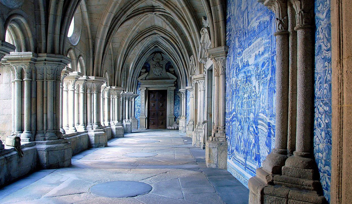 Azulejos The Traditional Art of Hand Painted Portuguese Tiles - Sé do Porto - azulejos Azulejos:The Traditional Art of Hand Painted Portuguese Tiles – Origin Azulejos The Traditional Art of Hand Painted Portuguese Tiles S   do Porto
