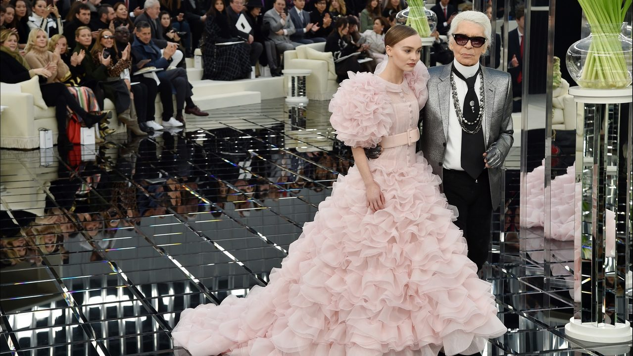Tribute to Karl Lagerfeld, Defender of Fine Crafstmanship - Chanel High Fashion karl lagerfeld Karl Lagerfeld Legacy: a Tribute to Métiers D'Art and Fine Crafts Tribute to Lagerfeld Defender of Fine Crafstmanship Chanel High Fashion